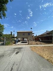 2127 10th St, Riverside, CA 92507