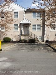 179 Chateau Dr, Lakewood, NJ 08701