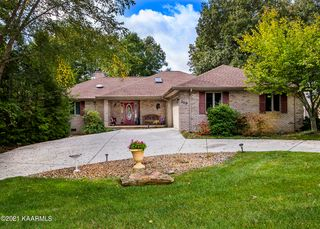 119 Forest Hill Dr, Crossville, TN 38558