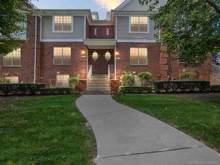 6037 Windemere Ln, Shelby Township, MI 48316