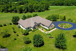 988 Hillview Rd, York, PA 17406