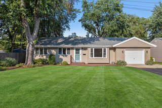 30367 N Center Ave, Libertyville, IL 60048