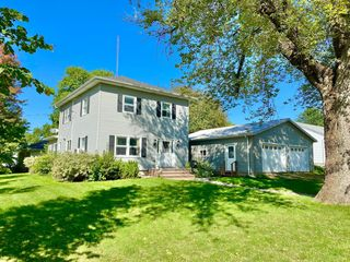 491 2nd St NW, Wells, MN 56097