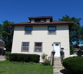 117 N Ellis Ave, Wheaton, IL 60187