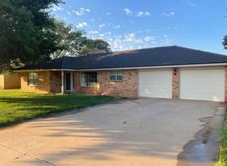 2603 Holliday St, Plainview, TX 79072