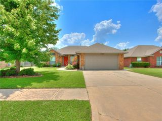 1024 NW 15th St, Moore, OK 73160