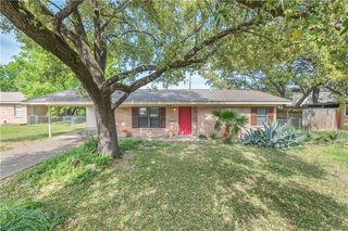 3909 Glenn Oaks Dr, Bryan, TX 77802