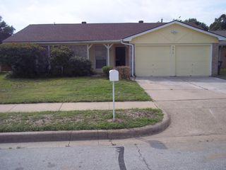6612 Oaklawn Dr, Watauga, TX 76148