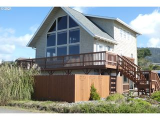 93885 Pebble Pl, Gold Beach, OR 97444