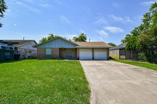 618 Hollyvale Dr, Houston, TX 77060