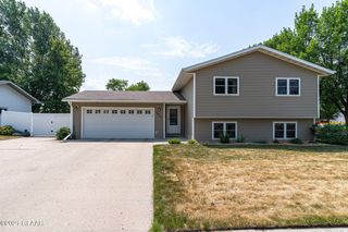 5015 6th Ave N, Grand Forks, ND 58203
