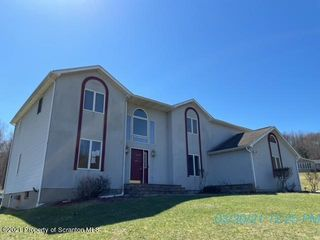 10 Silver Mark Dr, Factoryville, PA 18419
