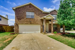 7549 Brentwood Stair Rd, Fort Worth, TX 76112
