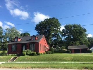 104 W Lincoln Ave, Petersburg, IL 62675
