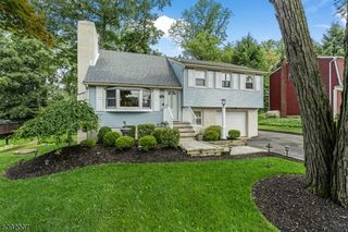 46 Crescent Dr, Lake Hopatcong, NJ 07849