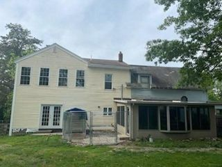 1073 Page St, Manchester, NH 03104