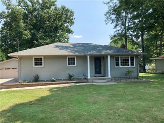 557 Wyoming Ave, Niles, OH 44446