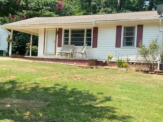 1166 Iris St, Morristown, TN 37814