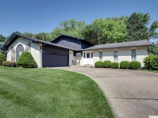 114 Holiday Dr, Quincy, IL 62305