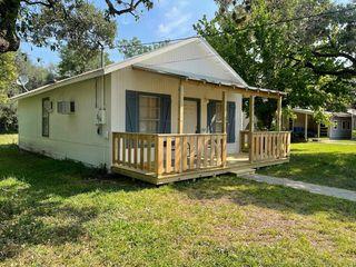 204 E 6th St, Camp Wood, TX 78833