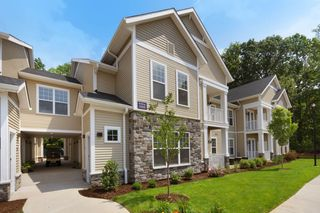 150 Country Squire Dr, Cromwell, CT 06416
