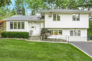 1 Sutton Rd, Monsey, NY 10952