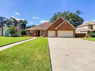 213 Canyon Oak Dr, Lake Jackson, TX 77566