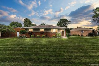 39305 Farmhill Dr, Sterling Heights, MI 48313