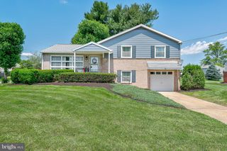 33 Scarsdale Dr, Camp Hill, PA 17011