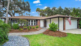 8008 Oak Dr, Palmetto, FL 34221