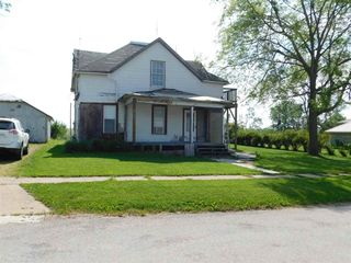 904 Hall Ave, Lowden, IA 52255
