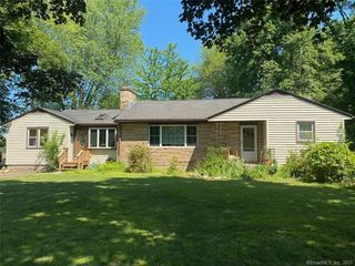 18 Pleasant Rd, Enfield, CT 06082