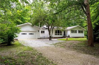 7387 Greenfield Trl, Chesterland, OH 44026