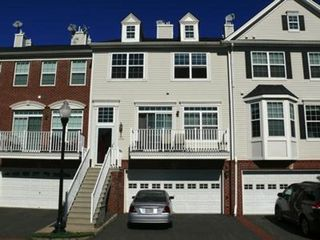 6 Frances Ct, Jersey City, NJ 07305