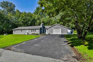7 Russell Ave, Goffstown, NH 03045
