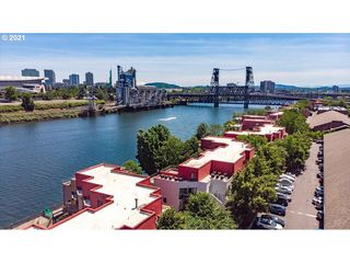 820 NW Naito Pkwy #G1, Portland, OR 97209