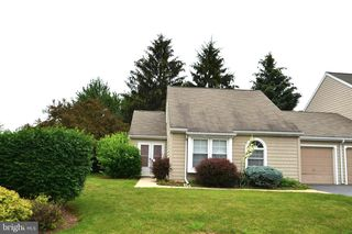 285 Crescent Dr, Hershey, PA 17033
