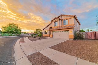8796 N Wellside Dr, Tucson, AZ 85743