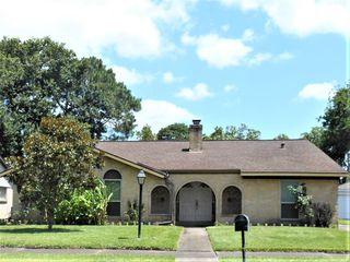 12302 Meadowdale Dr, Meadows Place, TX 77477