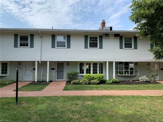 15 Meadowlawn Dr #6, Mentor, OH 44060