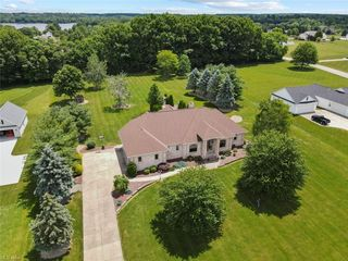 13401 Old Hickory Ct, North Lima, OH 44452