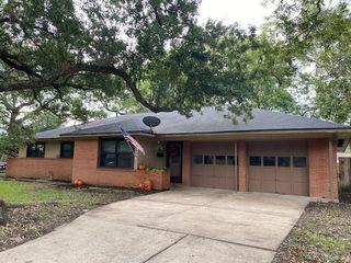 53 Pin Oak Ct, Lake Jackson, TX 77566