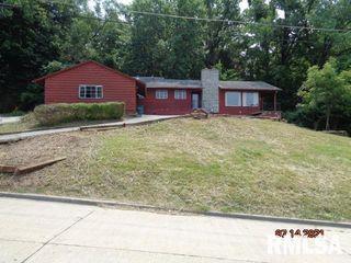 18 Hillside Dr, East Saint Louis, IL 62203