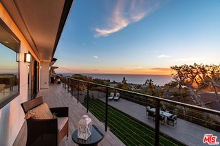 243 Notteargenta Rd, Pacific Palisades, CA 90272
