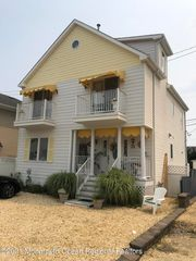 19 Colony Rd, Seaside Heights, NJ 08751