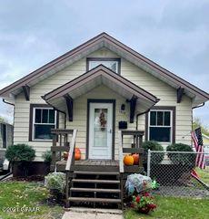 1315 Cottonwood St, Grand Forks, ND 58201