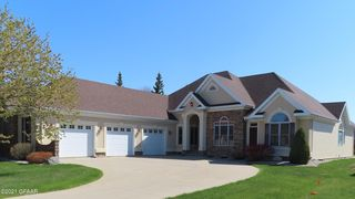 1649 S 38th St, Grand Forks, ND 58201