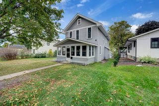 542 6th Ave S, Hopkins, MN 55343