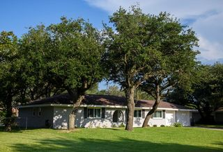 1017 Pine Ave, Rockport, TX 78382