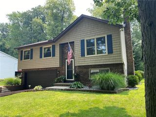 27943 N Park Dr, North Olmsted, OH 44070